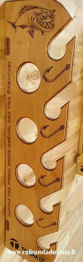 Meškerių laikiklis 5 arba 9 meškerėms, tvirtinamas prie sienos arba lubų.