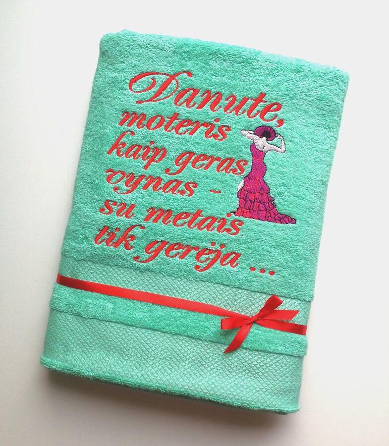 Siuvinėtas rankšluostis (Moteris kaip geras vynas...)