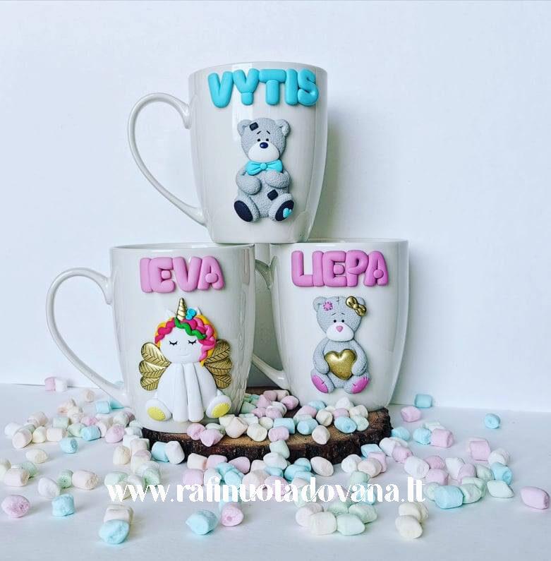 Dekoruotas puodelis su vardu ir dekoracija