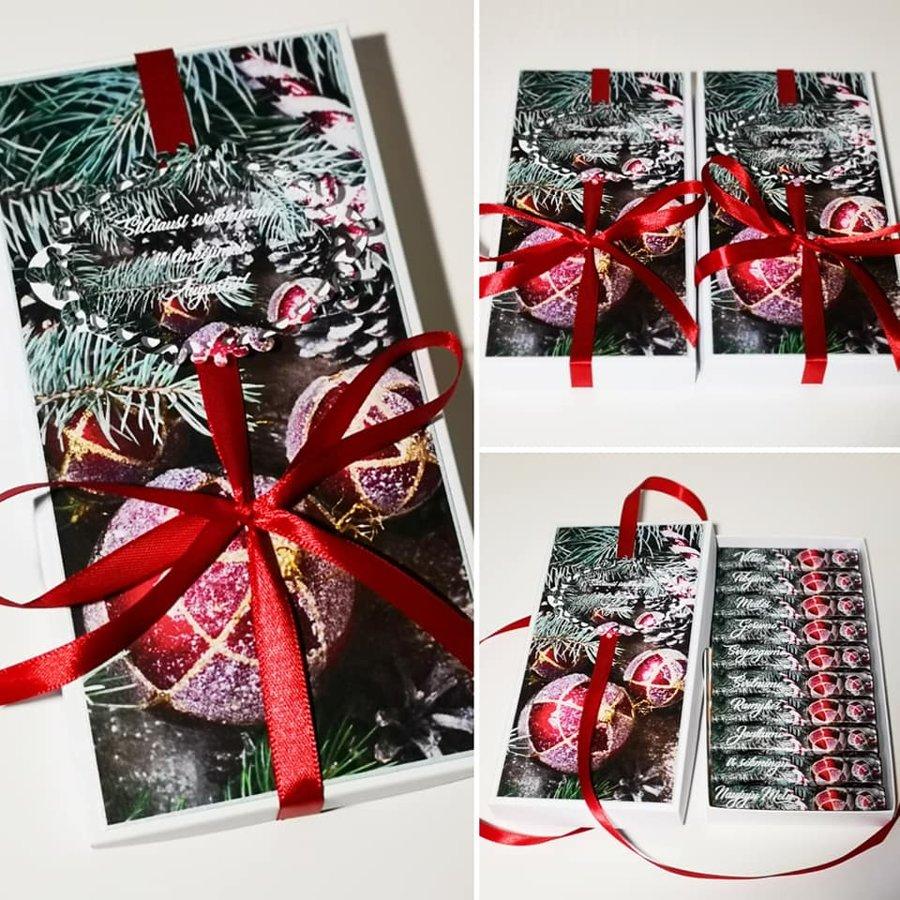 Kalėdinis sveikinimas dekoruotoje dėželėje