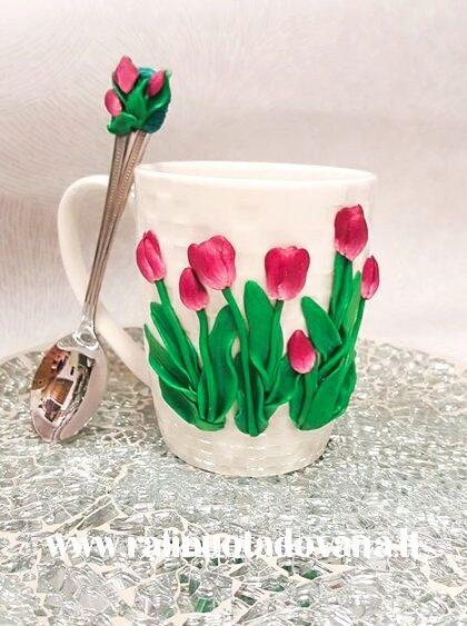 Dekoruotas puodelio ir šaukštelio komplektas TULPĖS