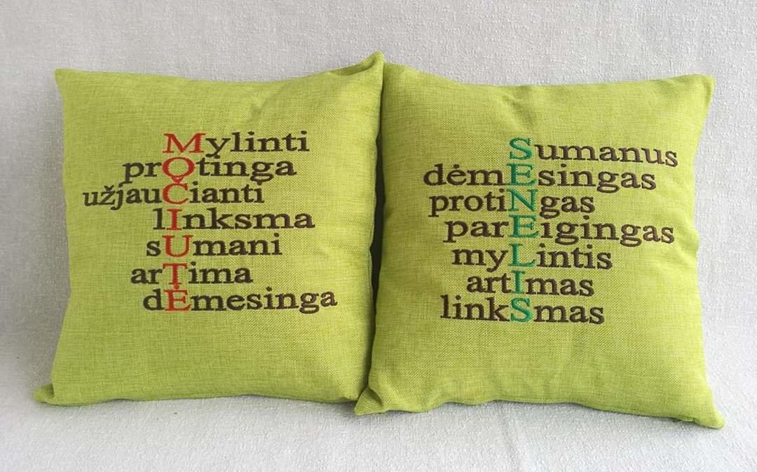 Siuvinėtos pagalvėlės Močiutė ir Senelis