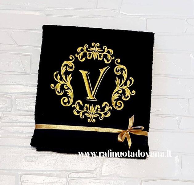 Siuvinėtas rankšluostis su aukso raide