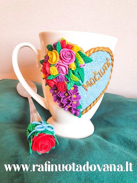"""Dekoruotas puodelio ir šaukštelio rinkinys """"Gėlės Močiutei"""""""