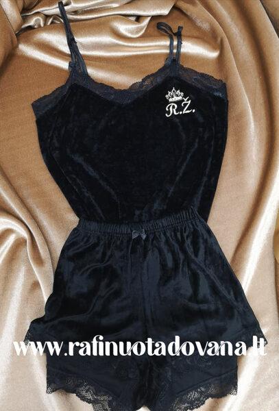 Juodos spalvos pižama su siuvinėta raide ar inicialais