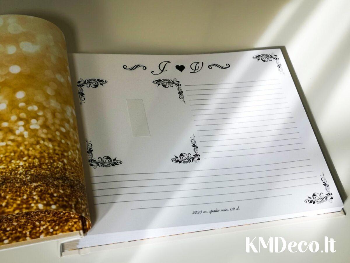 Balta, lygaus viršelio knyga su aukso detalėmis
